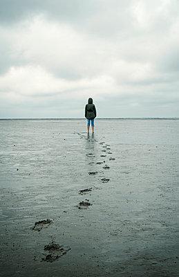 Fußspuren im Wattenmeer - p1443m2195614 von SIMON SPITZNAGEL