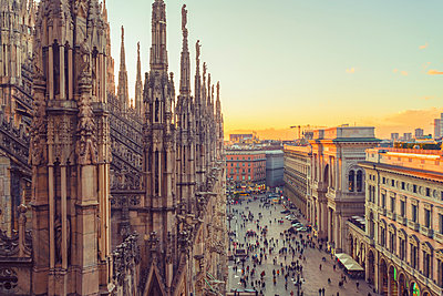 Italy, Lombardy, Milan, Milan Cathedral at sunset - p300m1581485 by A. Tamboly