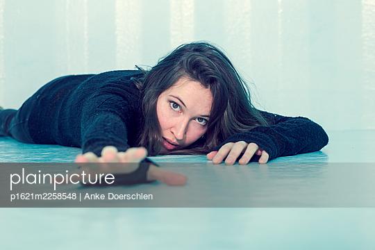 Fallen woman - p1621m2258548 by Anke Doerschlen