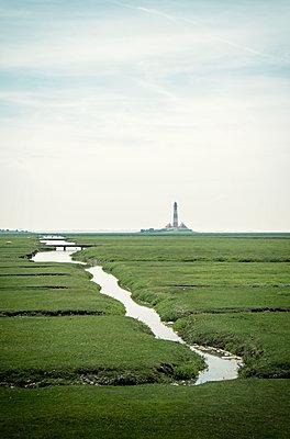 Blick auf den Westerheversand Leuchtturm - p1443m2185146 von SIMON SPITZNAGEL
