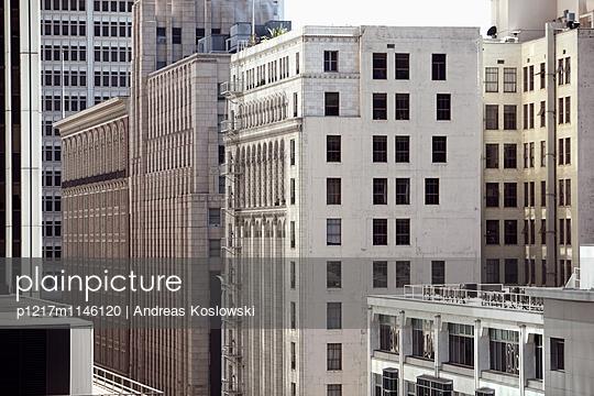 Fassade 18 - p1217m1146120 von Andreas Koslowski