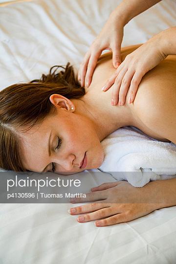 Massage - p4130596 by Tuomas Marttila