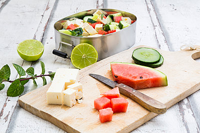 Lunch box, preparation of watermelon salad with feta, cucumber, ment and lime dressing - p300m2003887 by Larissa Veronesi