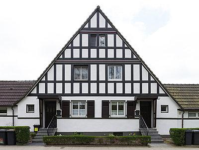 """Haus in der Arbeitersiedlung """"Dahlhauser Heide"""" in Bochum - p105m1025440 von André Schuster"""