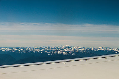Aerial view of mountain range - p758m1154870 by L. Ajtay