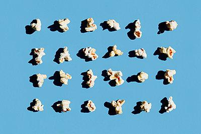 Popcorn Stillleben - p1190m2015045 von Sarah Eick