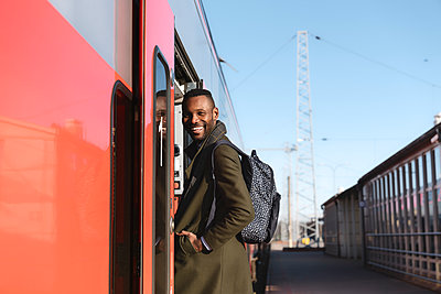 Portrait of happy man entering a train - p300m2155343 by Hernandez and Sorokina