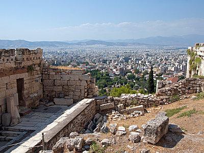 Athen Akropolishügel - p338m1068450 von Marion Beckhäuser