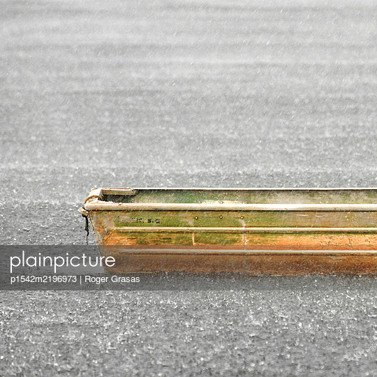 Brazil, Amazon, Boat in the rain - p1542m2196973 by Roger Grasas