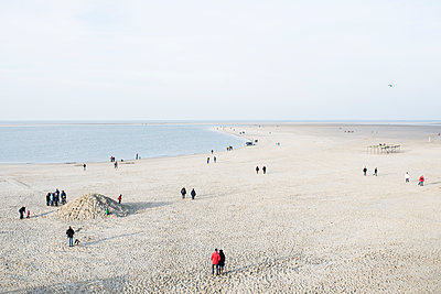 Menschen am Strand - p1046m1138207 von Moritz Küstner