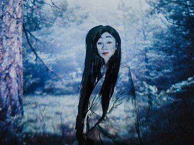 Young Asian woman in wood scenery - p1184m1441220 by brabanski