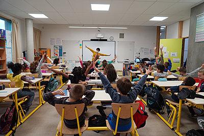 Primary school during coronavirus crisis in France - p1610m2215569 by myriam tirler