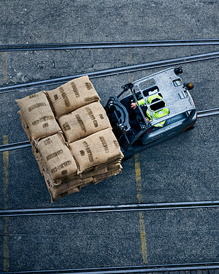 Forklift truck driver - p968m2007985 by roberto pastrovicchio