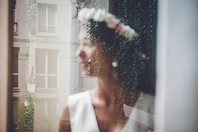 Out of focus Bride - p1150m1201652 by Elise Ortiou Campion