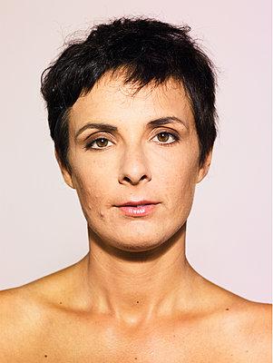 Woman, portrait - p1462m2143071 by Massimo Giovannini