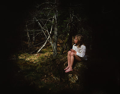 Girl in the forest at night - p945m1586863 by aurelia frey