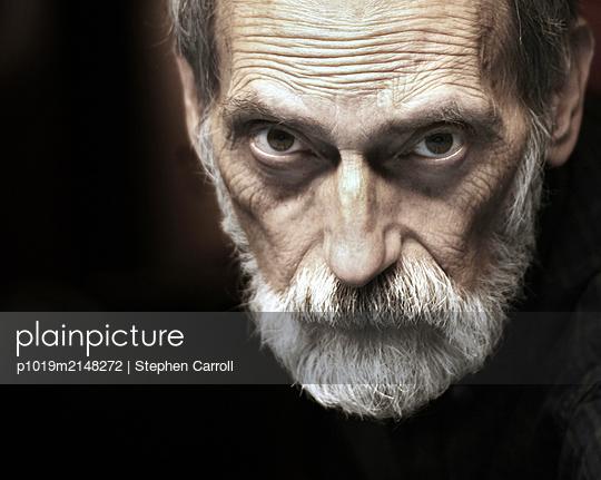 Alter Mann mit Bart - p1019m2148272 von Stephen Carroll
