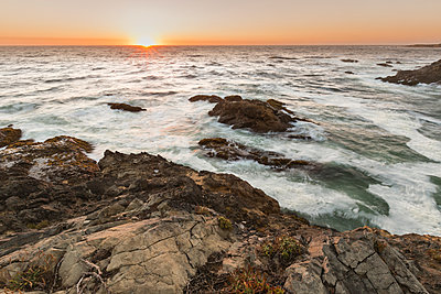 Scenic view of sea during sunset - p1166m1566858 by Cavan Social