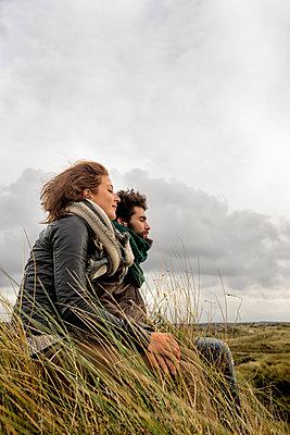 Paar an der Küste, Niederlande - p1212m1185642 von harry + lidy