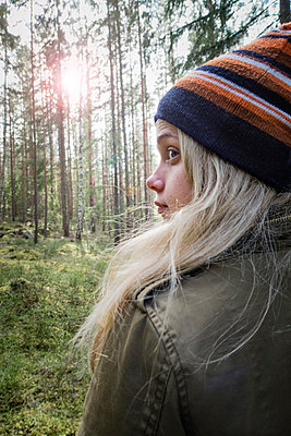 Close-up Of A Girl In Forest, Sweden   - p847m2104771 by Anna Molander