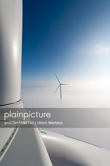 Windenergie im Winter - p1079m1182140 von Ulrich Mertens