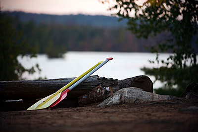 Kanu Paddel am See - p2686739 von Arne Landwehr