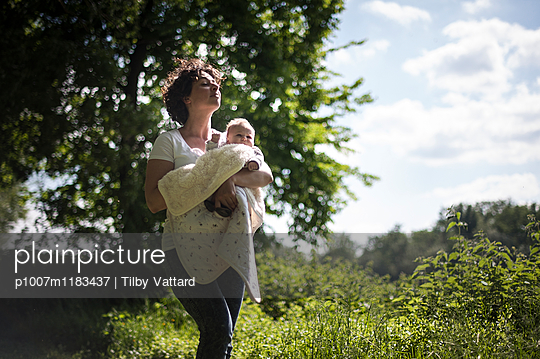 Young mother with child in nature - p1007m1183437 by Tilby Vattard