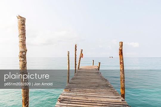 p651m2032320 von Jon Arnold