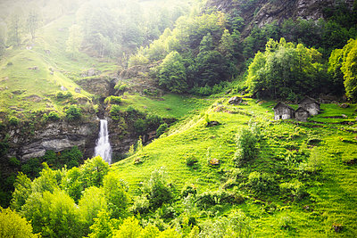 Waterfall of Ri da Sernel and typical houses in spring, Brontallo, Val Lavizzara, Valle Maggia, Canton of Ticino, Switzerland, Europe. - p651m2032918 by Francesco Bergamaschi