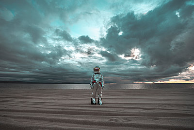 Spaceman standing alone at lake on nameless planet - p300m2023447 by Vasily Pindyurin