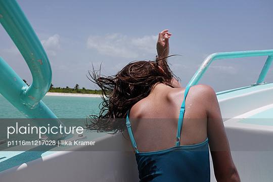 Müde auf dem Boot - p1116m1217028 von Ilka Kramer