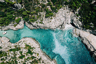Cliff line and turquoise water, Zakynthos - p713m2289204 by Florian Kresse