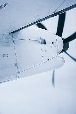Propellerflugzeug - p758m2128777 von L. Ajtay