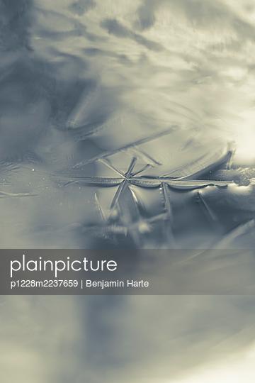 Fozen water - p1228m2237659 by Benjamin Harte