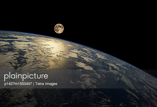plainpicture - plainpicture p1427m1553497 - Earth from space - plainpicture/Tetra Images