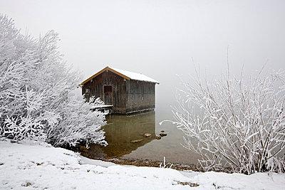 Germany, Bavaria, Murnau, Lake in winter - p3004632f by Fotofeeling