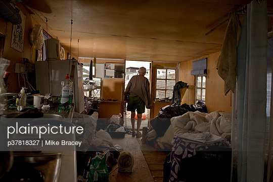 Room in house boat - p37818327 by Mike Bracey