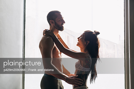 Semi-naked hipster couple bonding at home - p429m2090966 by Frank and Helena