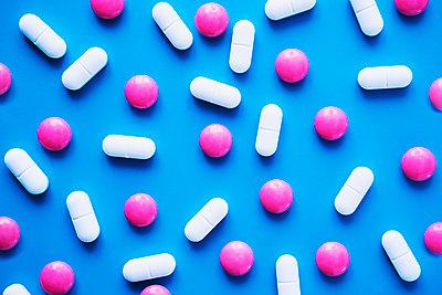 Pills - p1149m1590499 by Yvonne Röder