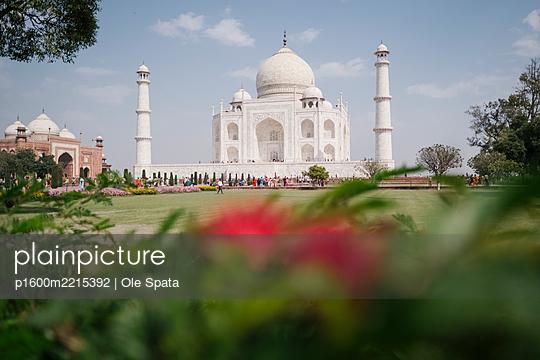 India, Uttar Pradesh, Agra, Taj Mahal - p1600m2215392 by Ole Spata