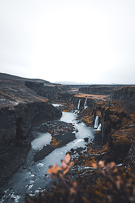 Canyon filled with waterfalls in the Highlands of Iceland - p1634m2210370 by Dani Guindo