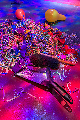 Confetti and hand brush after the party - p305m1586712 by Dirk Morla