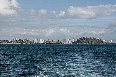 Panama Stadt - p741m892069 von Christof Mattes