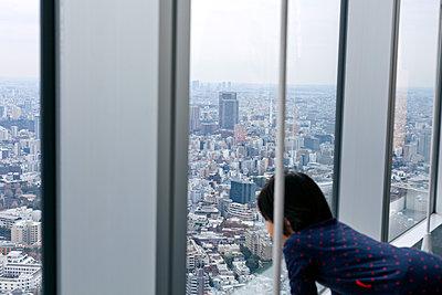 Blick aus dem Fenster - p265m1538122 von Oote Boe
