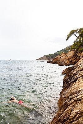 Snorkelling - p756m2125152 by Bénédicte Lassalle