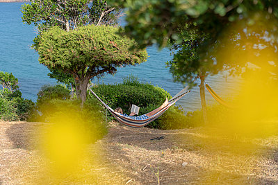 Relax in the hammock - p1437m2107323 by Achim Bunz