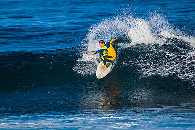 Spain, Canary Islands, Tenerife, surfer - p300m1563151 by Simona Pilolla