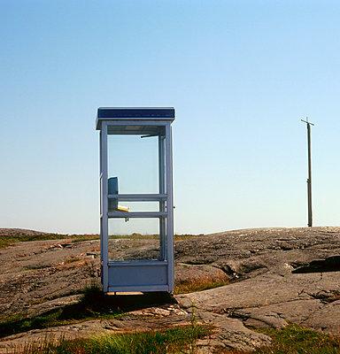 Telephone booth - p3224079 by Sari Poijärvi