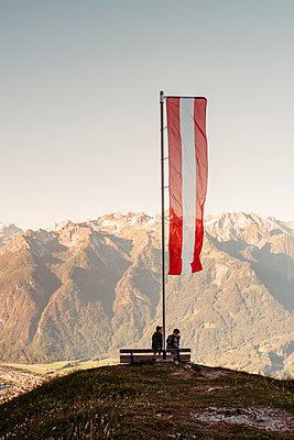 Boys enjoying view on hilltop, Bludenz, Vorarlberg, Austria - p429m2153058 by ©JFCreatives