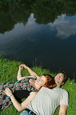 Couple in the park - p1132m1159142 by Mischa Keijser